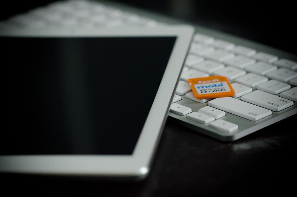 iPad with Eye-Fi and Apple Keyboard