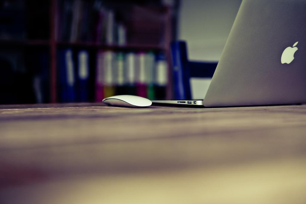 MacBook Air, Magic Mouse, Unsplash