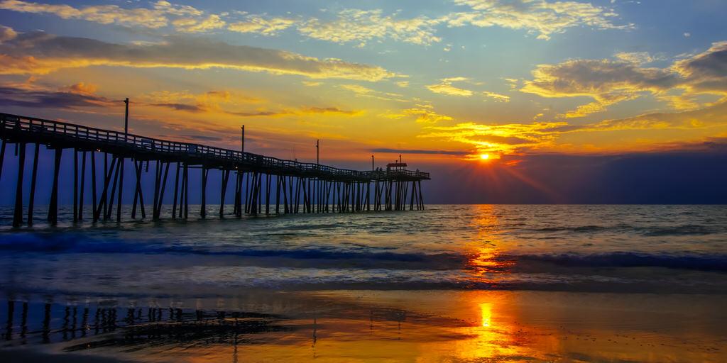 Khürt L. Williams Khurt@islandinthenet.com Sunrise at Rodanthe Pier 1