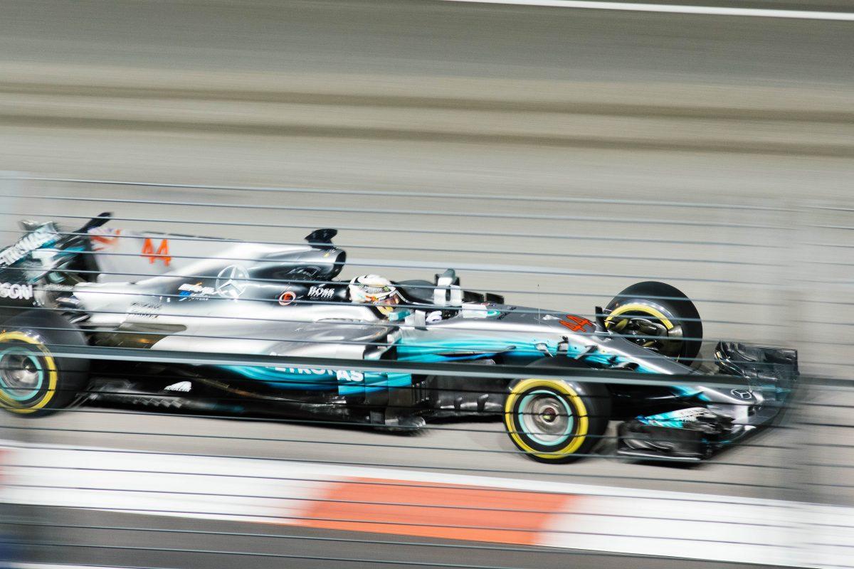 chuttersnap , Unsplash, Mercedes AMG Petronas, 44, Lewis Hamilton