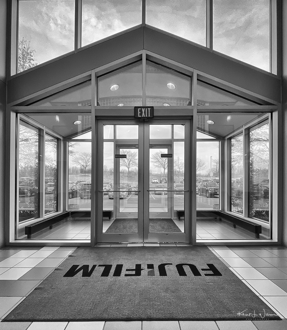 entrance to fujifilm repair in edison