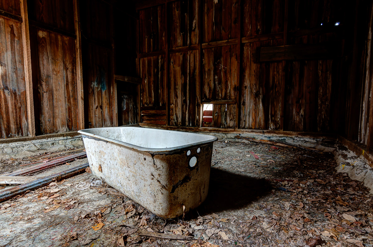 Oswald Veblen\'s Abandoned House